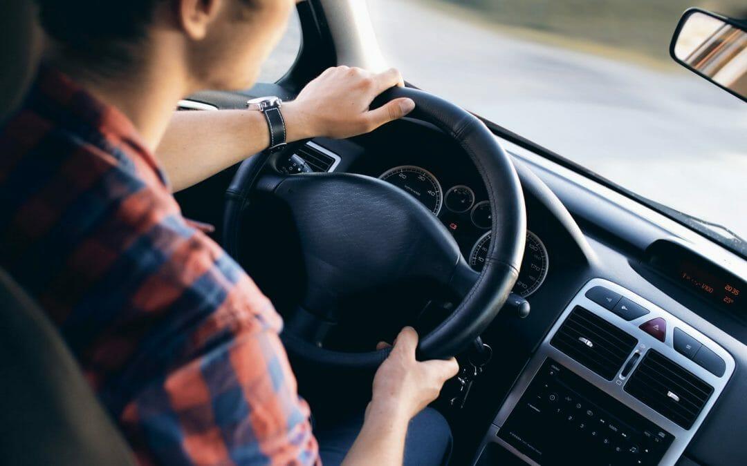 Perder o medo de dirigir: técnicas desenvolvidas por psicólogos