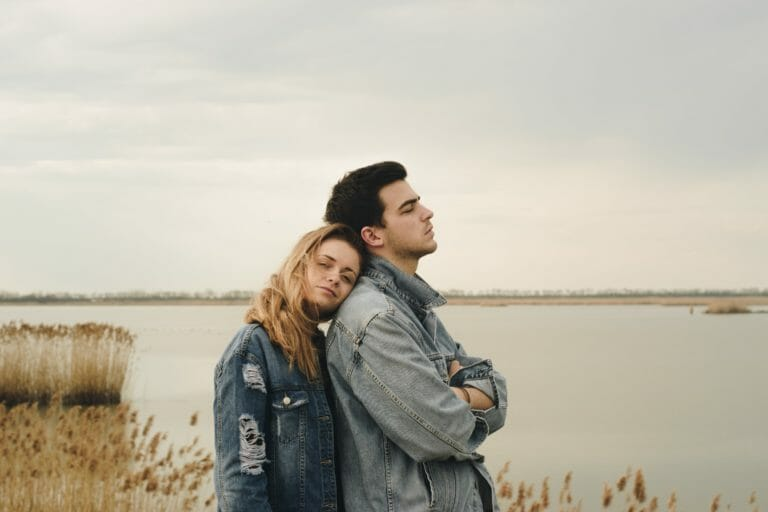Casal com dependencia emocional