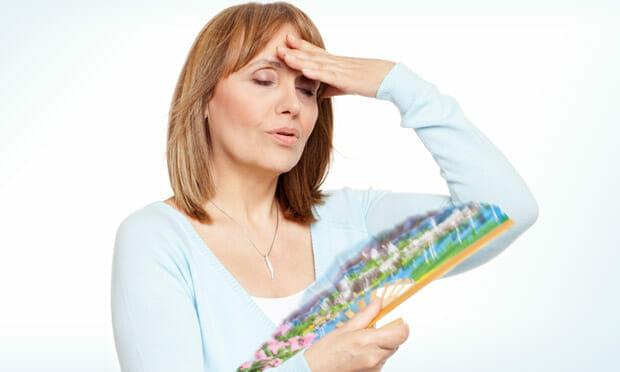 Climatério é igual menopausa? Sintomas, fases e como tratar