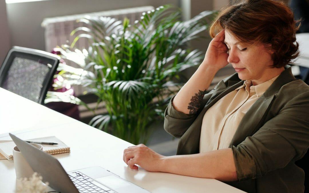 Quais os tipos de dores de cabeça? Sintomas e causas