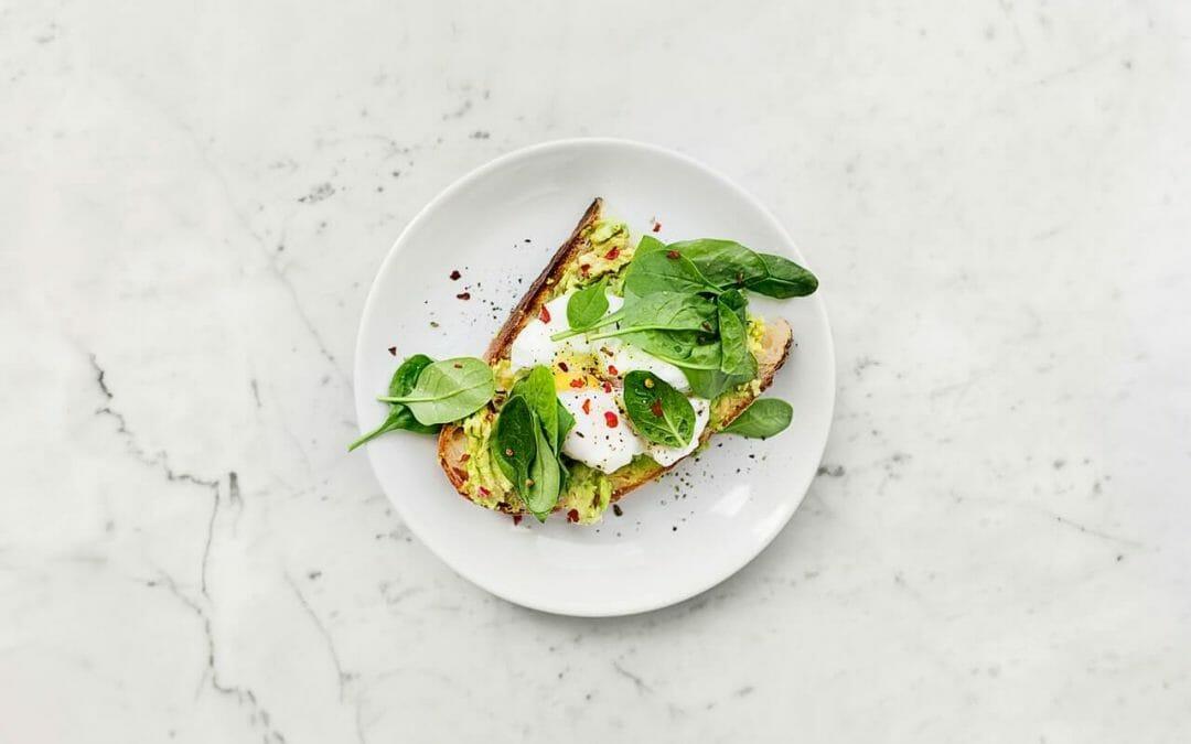 Como comer bem morando sozinho? Dicas para comidas fáceis e rápidas