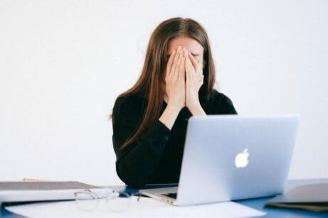funcionários ansiosos no home office